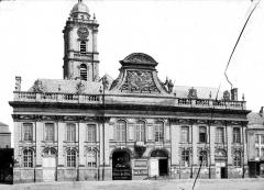 Hôtel de ville et beffroi - Façade sur la rue