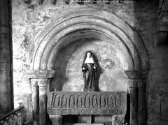 Ancienne abbaye Saint-Pierre - Eglise, tombeau de l'abbé Pierre de Sainte-Fontaine