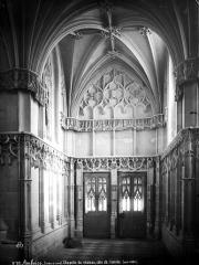 Château - Chapelle : intérieur, côté de l'entrée