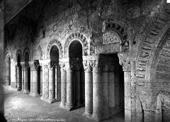 Ancienne abbaye Saint-Aubin, actuelle préfecture - Cloître, arcatures