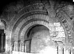 Ancienne abbaye Saint-Aubin, actuelle préfecture - Cloître, détails d'arcatures