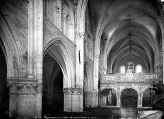 Eglise (collégiale) Saint-Pierre et Saint-Paul - Nef, vue de l'entrée