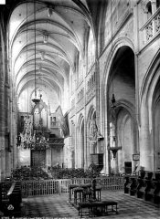 Eglise Saint-Martin - Nef, vue du choeur