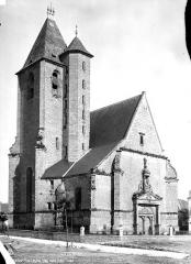 Eglise Saint-Pierre - Porte de la façade ouest