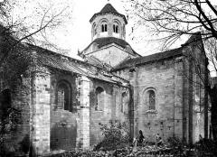 Ancienne abbaye Saint-Etienne - Eglise : Façade sud, à l'angle du transept et de la nef, tailleurs de pierre au travail