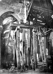 Ancienne abbaye Saint-Etienne - Eglise ; intérieur : pilier étayé