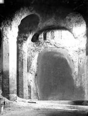 Château - Intérieur : nef, vue de l'entrée