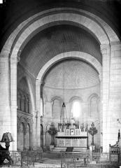 Eglise Saint-Pierre - Intérieur : choeur pris de la nef