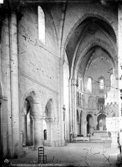 Eglise Notre-Dame d'Avesnière - Intérieur : nef, vue de l'entrée