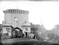 Remparts et leurs abords - Porte et fortifications, personnages