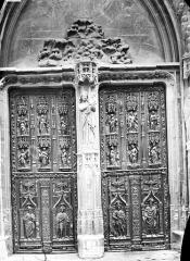 Cathédrale Saint-Sauveur - Façade ouest : portes en bois sculpté, ensemble