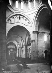 Cathédrale Saint-Pierre - Intérieur : nef, vue du choeur