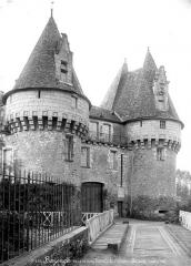 Château de Bazouges - Tourelle, côté ouest