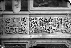 Ancienne église paroissiale Saint-Nicolas - Intérieur, bas-relief : frise entourant le choeur