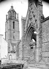 Chapelle Notre-Dame-du-Murier - Portail ouest et église paroissiale