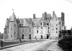 Château de Baugé - Ensemble sur la place