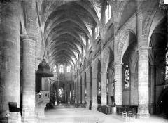 Ancienne cathédrale, dite église Saint-Jean - Intérieur : nef, vue de l'entrée