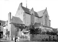 Eglise - Ensemble sud-est, enfants posant sur un mur