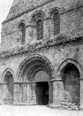 Eglise Notre-Dame - Façade ouest : portail et grandes fenêtres