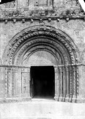 Eglise Notre-Dame - Façade ouest : porte centrale