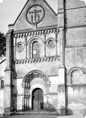 Ancienne église abbatiale, actuellement église paroissiale - Eglise : portail ouest