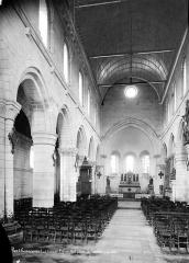 Ancienne église abbatiale, actuellement église paroissiale - Eglise, intérieur : nef, vue de l'entrée