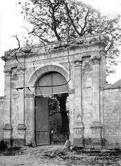Ancienne église abbatiale, actuellement église paroissiale - Portail