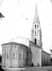 Eglise Saint-Saturnin - Ensemble nord-est, le curé et un homme posant devant