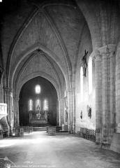 Ancienne abbaye Saint-Nicolas - Intérieur : nef, vue de l'entrée