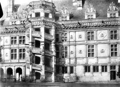 Château de Blois - Escalier et façade François Ier, état après restauration
