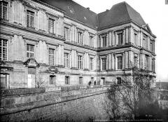 Château de Blois - Pavillon de Gaston d'Orléans, vue sur les fossés