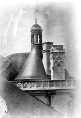 Château de Blois - Tour du Moulin : couronnement, état après restauration