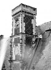 Château de Blois - Partie François Ier : souche de cheminée à double caisson, état avant restauration