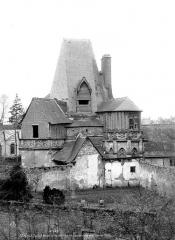 Bains de la Reine dénommés aussi Pavillon d'Anne de Bretagne - Façade du Levant, vue sur cour