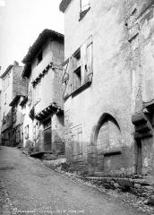 Ruines du château - Rue principale, ensemble des façades