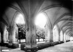 Ancienne abbaye de Brou - Cloître, intérieur : angle de galeries