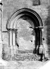 Eglise Notre-Dame - Portail latéral nord muré