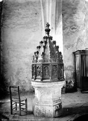Eglise (église Saint-Pierre et collégiale Saint-Michel réunies) - Intérieur : baptistère