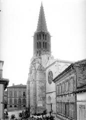 Eglise Notre-Dame de l'Assomption - Clocher, ensemble et scène de marché