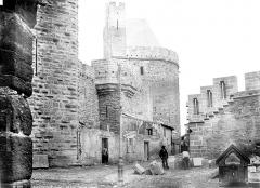 Cité de Carcassonne - Ensemble, avec chantier de taille de pierre