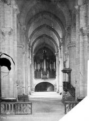 Eglise Saint-Nazaire - Intérieur : nef, vue du choeur