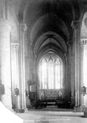 Eglise Saint-Nazaire - Intérieur : nef, vue de l'entrée