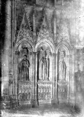 Eglise Saint-Nazaire - Intérieur, chapelle : tombeau de l'évêque Pierre de Roquefort (ou Rochefort)