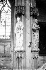 Eglise Saint-Nazaire - Intérieur : statues des piliers du choeur dont saint Stéphane