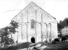 Eglise Saint-Nicolas - Façade ouest, enfants en pose devant