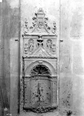 Domaine de Chenonceau - Chapelle, détail d'un mur : niche ou crédence
