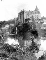 Château et ses abords - Ensemble, pris de la rivière