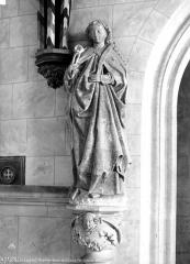Château et ses abords - Chapelle, détail : statue d'un saint martyr