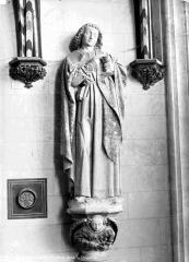 Château et ses abords - Chapelle, détail : statue d'un saint