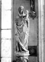 Château et ses abords - Chapelle, intérieur : statue de la Vierge à l'Enfant